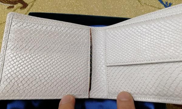 白蛇の厄除け二つ折り財布