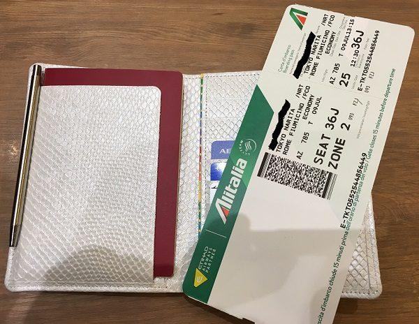 財布屋の『安心安全パスポートケース』とボーディングパス