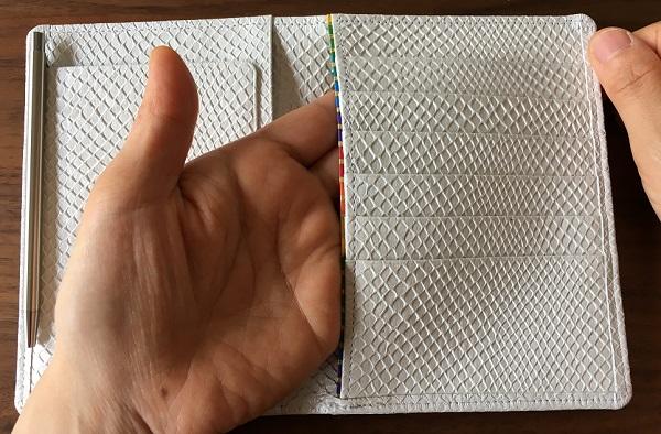 財布屋の『安心安全パスポートケース』のフリーポケット