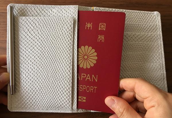 財布屋の『安心安全パスポートケース』