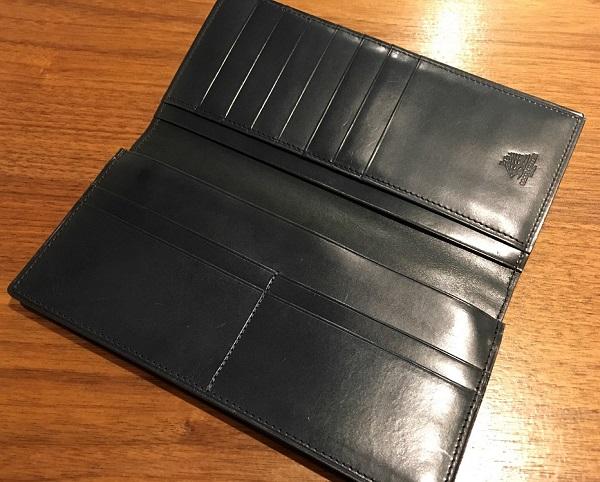 ココマイスターの長財布、プルキャラックロンバルディアの内装