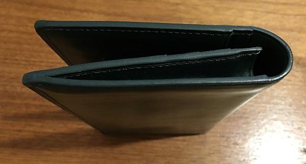ココマイスターの長財布、プルキャラックカラブリアを横から見た図