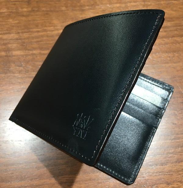 ココマイスターの二つ折り札カード入れ財布【カヴァレオゴゴータ】