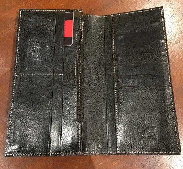 ロッソピエトラV字マチ長財布の内装