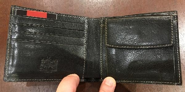 ロッソピエトラ二つ折り財布の内装