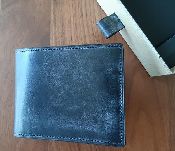 crafsto(クラフスト)の箱の持ち手とブライドルレザー 二つ折り財布