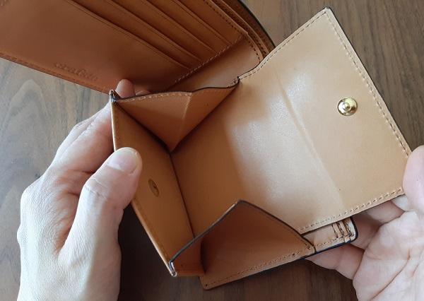 crafsto(クラフスト)の財布『ブライドルレザー 二つ折り財布』の小銭入れ
