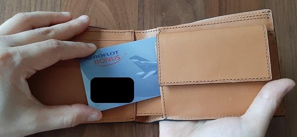 crafsto(クラフスト)の財布『ブライドルレザー 二つ折り財布』のフリーポケット