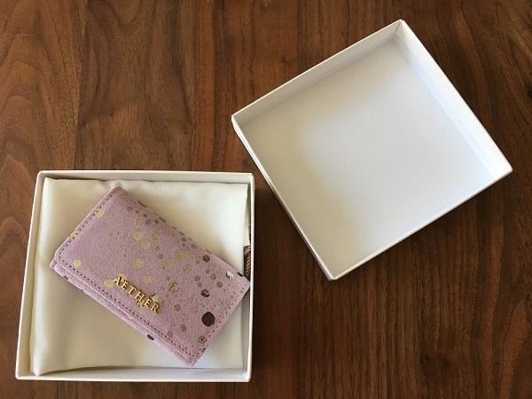 エーテルのスプリットメタリックレザー『リュミエール』キーケースの箱