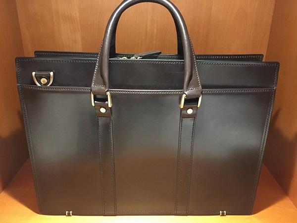 ココマイスターのバッグ『ブライドルバンガーブリーフ』